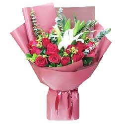 18朵红玫瑰,2支白色多头百合,一直陪伴你