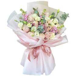 11朵戴安娜粉玫瑰桔梗,幸福就在彼此的臂弯