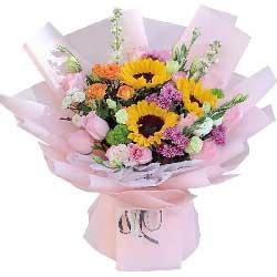 11朵戴安娜粉玫瑰,3朵向日葵,那么美丽青春