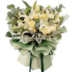 11朵香槟玫瑰,2支白色多头百合,要永远爱你