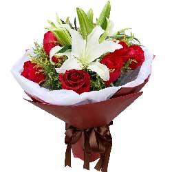 12朵红玫瑰,2支白色多头百合,默默地等候