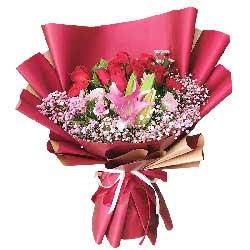 9朵红玫瑰,2朵红色康乃馨,你是我生命存在的意义