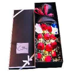 11朵红玫瑰礼盒,默默爱你