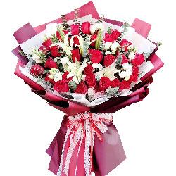 33朵红玫瑰,2支百合,付出所有爱你一生一世