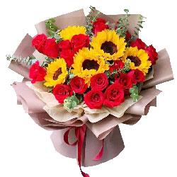 19朵红玫瑰,4朵向日葵,鲜花簇拥
