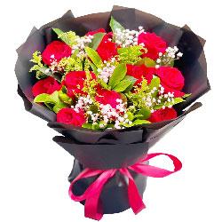 12朵红玫瑰,璀璨耀眼爱