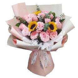 18朵戴安娜粉玫瑰向日葵,美好的生活