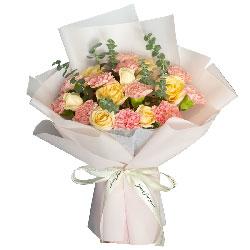 11朵粉色康乃馨香槟玫瑰,我亲爱的人