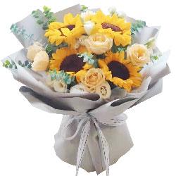 9朵香槟玫瑰,4朵向日葵,回味一生