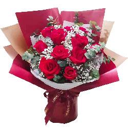 11朵红玫瑰满天星,我要更爱你